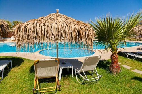 piscine à la maison, avec une plage immergée